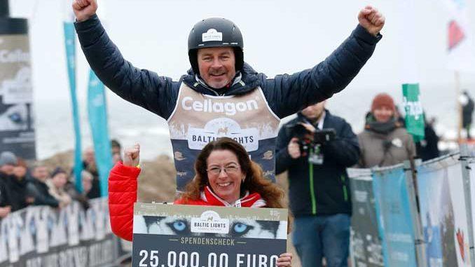 04ee2691ad5763 Geschäftsführerin Frauke Berner überreichte Till Demtrøder eine Spende in  Höhe von 25.000 Euro
