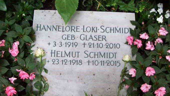 Grabstein von Altkanzler Helmut Schmidt